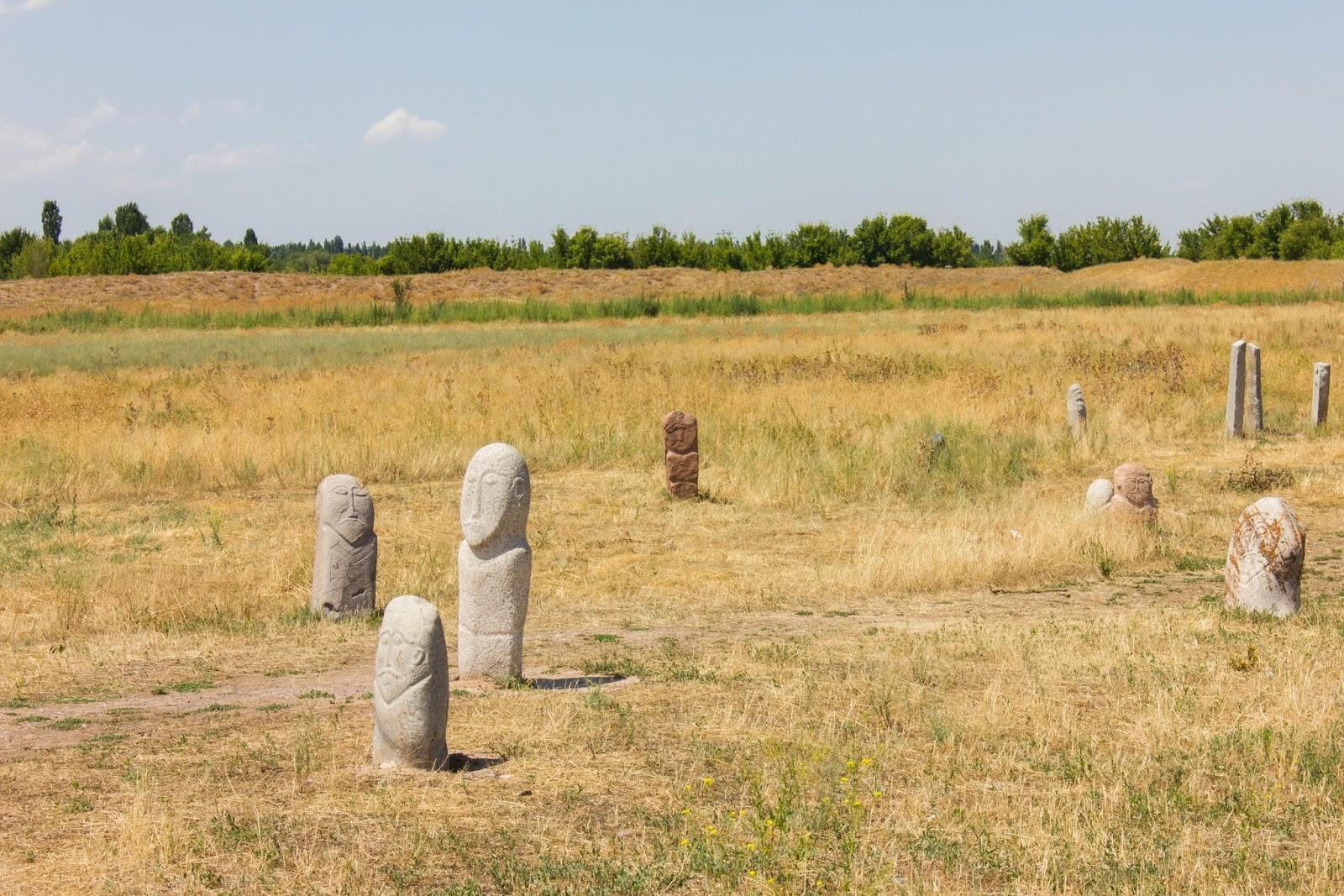 Кыргызстан, Бурана, каменные изваяния