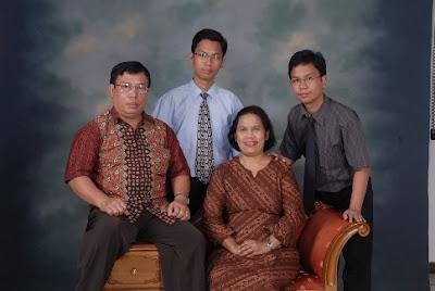 Teladan Papa dan Mama