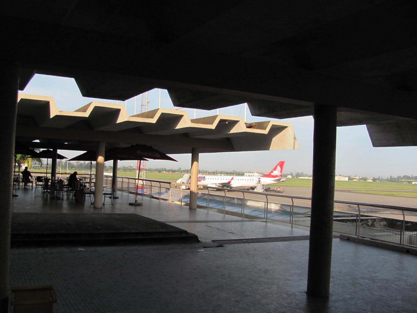 Aeroporto De Quelimane : Corvos e crocodilos aeroporto de maputo