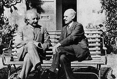 آينشتين النسبية