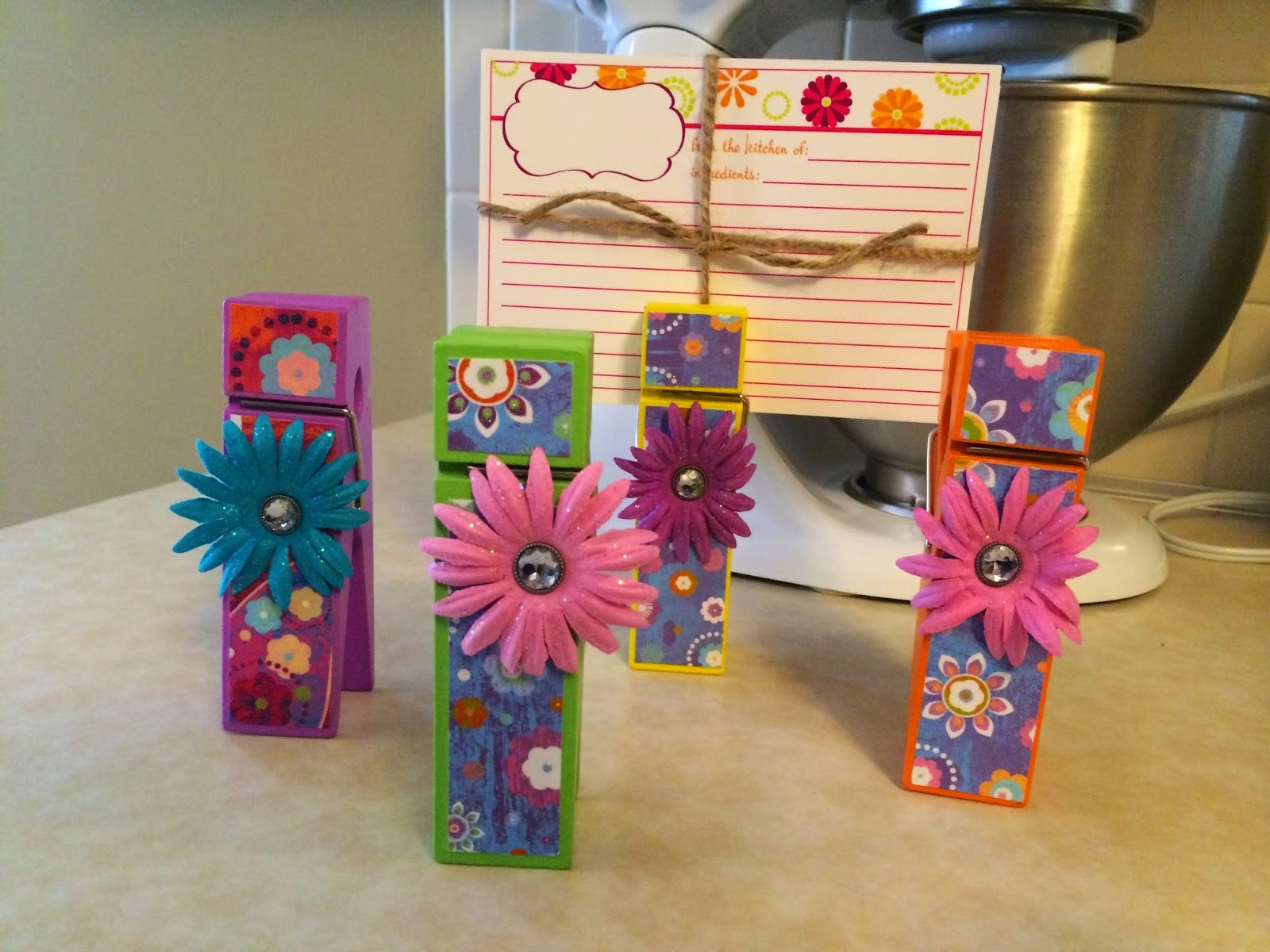 http://michaelcreations.blogspot.com/2014/09/i-love-these-little-recipe-holders-they.html