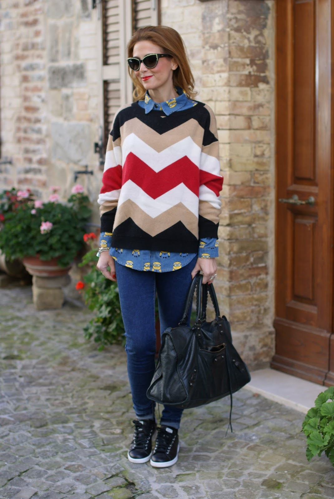 Minions clothing for adults, Minions camicia jeans, Balenciaga work bag and chevron sweater on Fashion and Cookies fashion blog, fashion blogger style