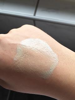 L'Oréal Nude Magique CC Cream Anti-Rötungen aufgetragen