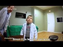 Le patient avec un poussin dans l'estomac