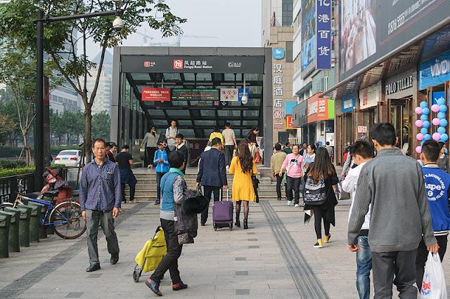 Entrée de la station de métro Fengqi Road à Hangzhou