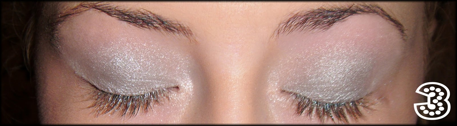 how to put two tone eyeshadow on
