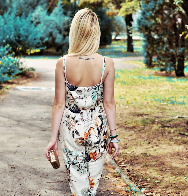 http://www.dressin.com/Women-Fashion-Sexy-V-Neck-Halter-Backless-Elastic-Waist-Adjustable-Strap-Flower-Print-Side-Split-Long-Jumpsuit-g4255.html?utm_source=lb&utm_medium=cpc&utm_campaign=Long17