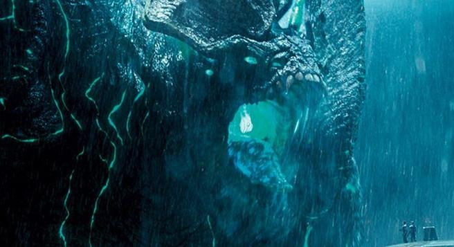 Kaiju wreaking havoc at Jaegers' pilots