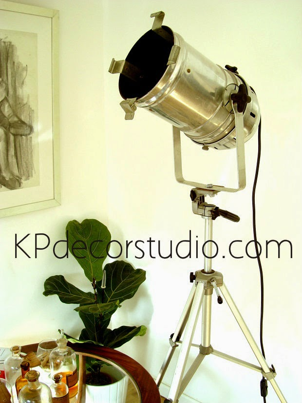 Focos trípode vintage. lamparas de cine antiguas