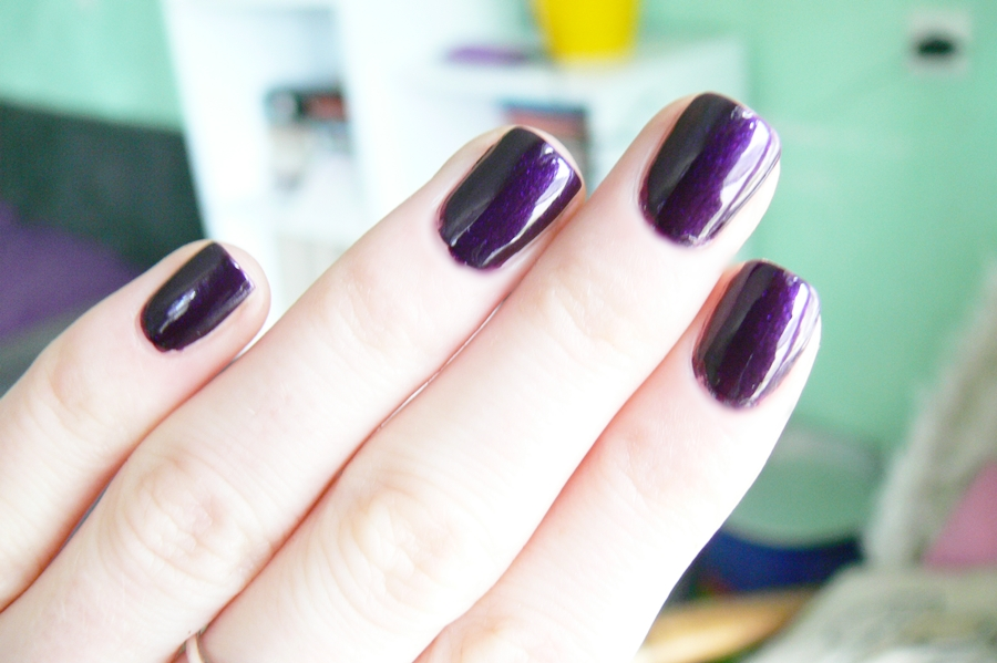 Avon Gel Finish Perfectly Plum efekt