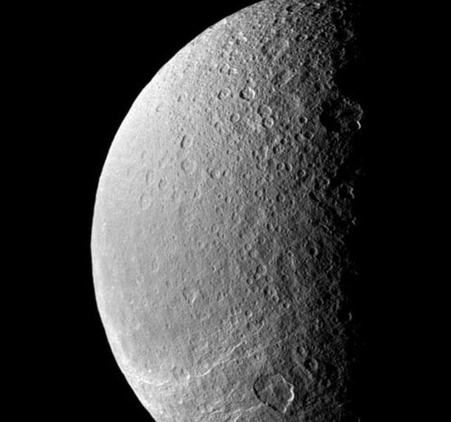 Luna de Saturno podría tener condiciones para la vida.