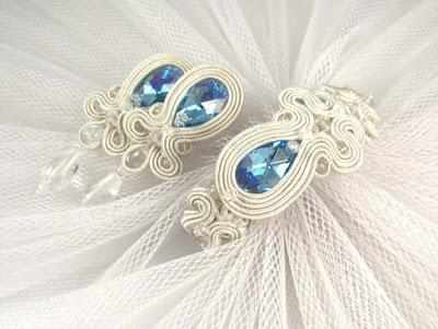 Komplet ślubny sutasz ivory z niebieskimi kryształami.