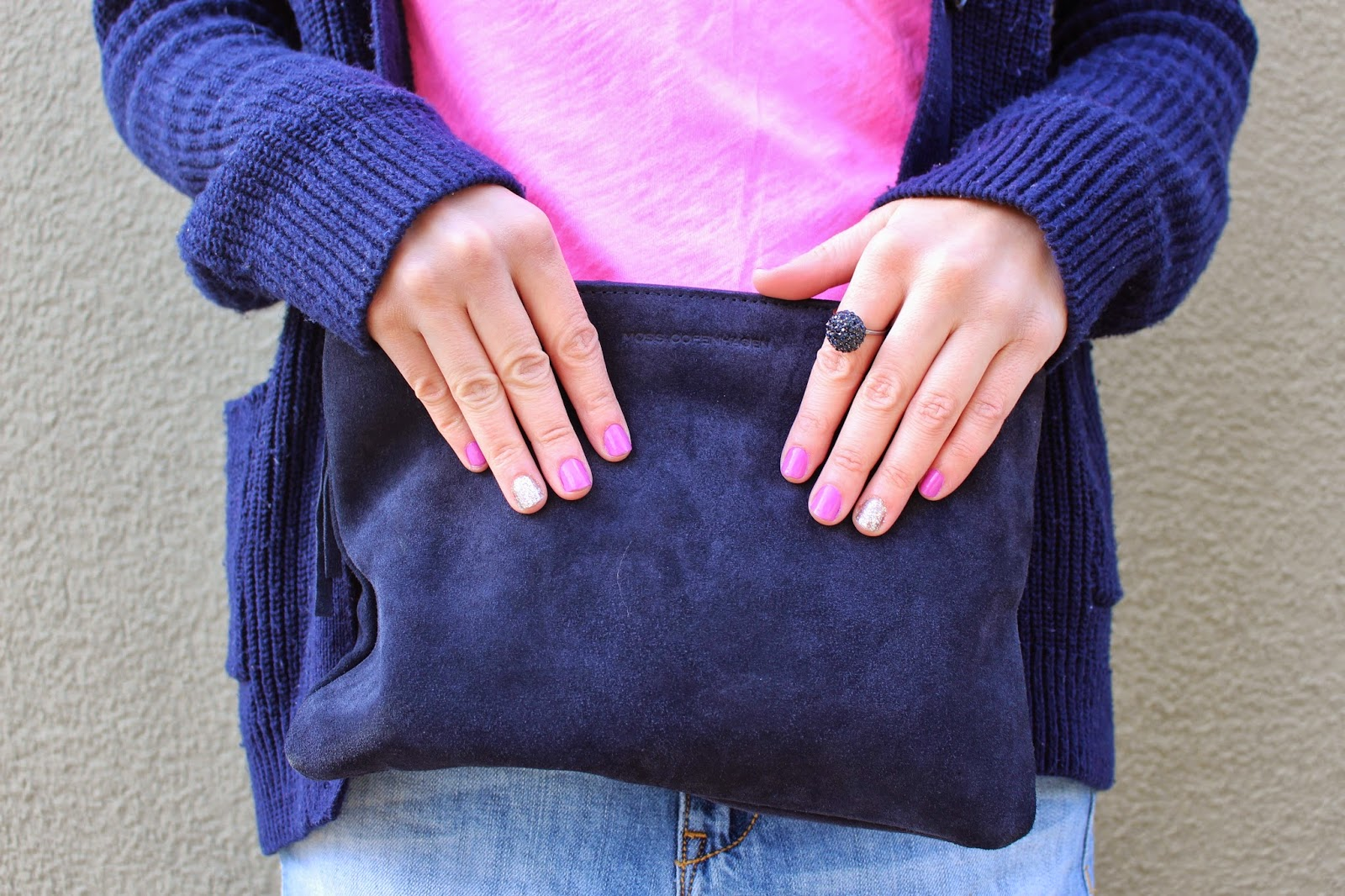 bijuleni - navy clutch with pink nails