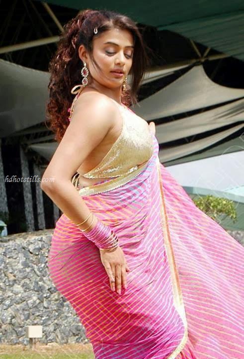image Deepika padukone exposing in red bikini khanki