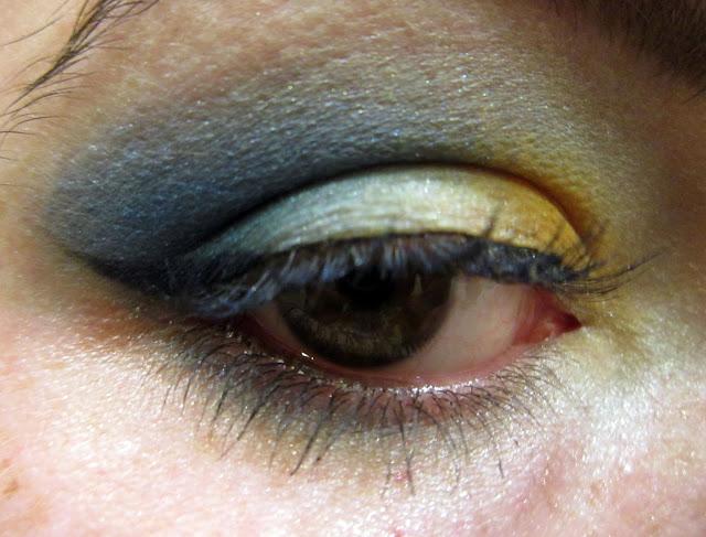 maquillage bleu et jaune