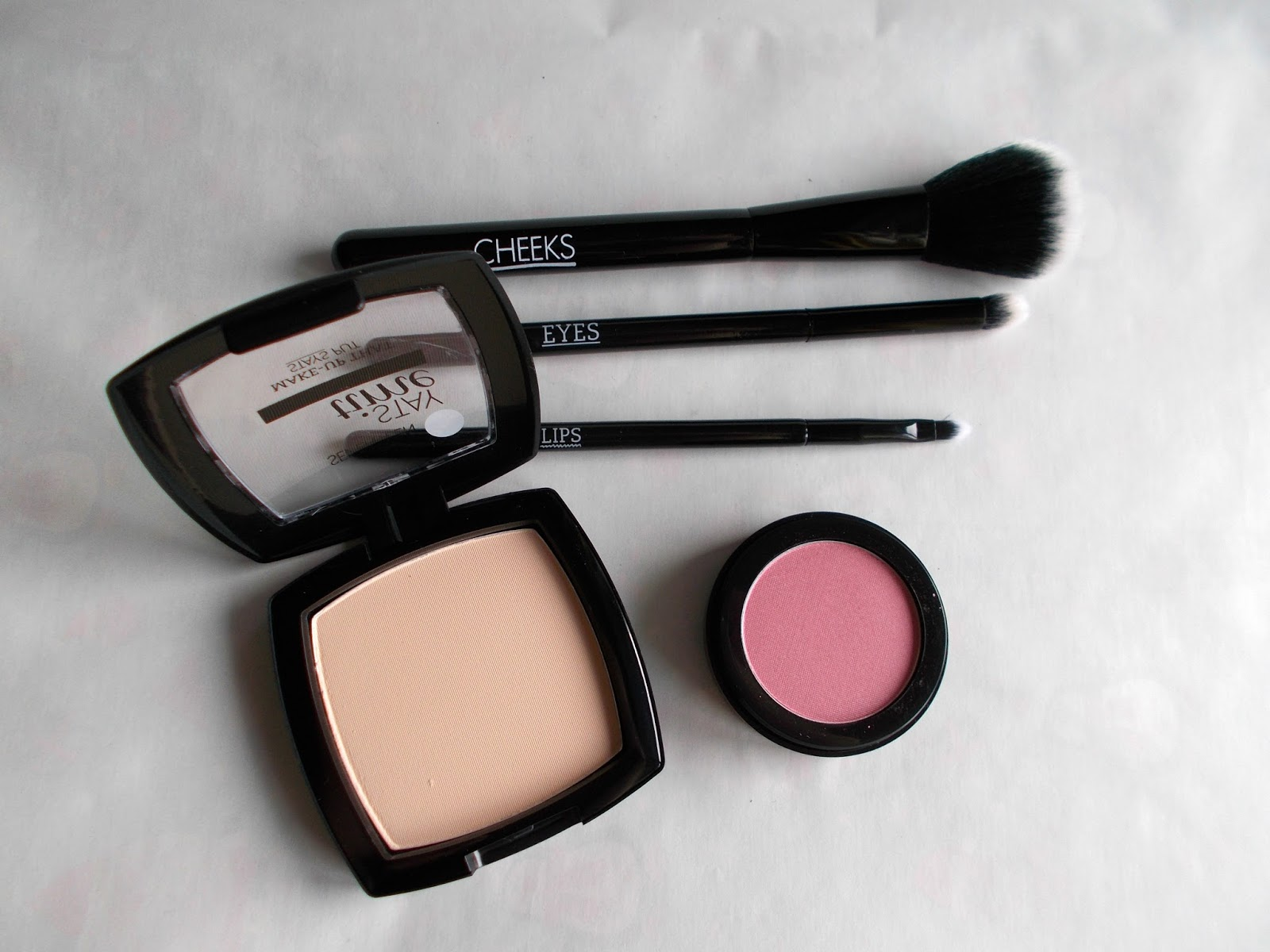 SEVENTEEN gift with purchase blush powder makeup brushes review