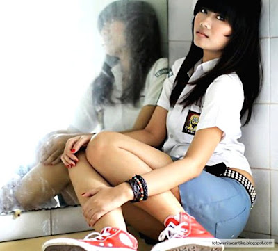 Foto Cewek Berseragam SMA Cantik
