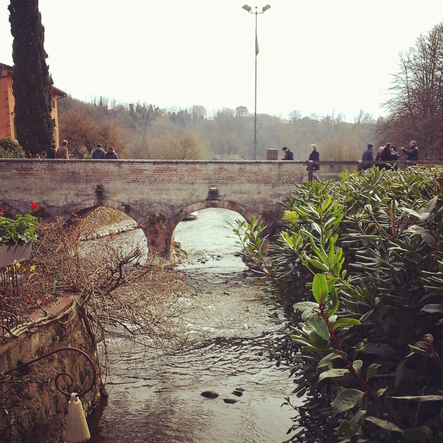 Borghetto frazione di Valeggio sul Mincio, il ponte dietro i Mulini - Foto di Monica Gatti La gatita sotto le due torri blog