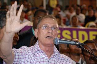 Inchausti acusa a Fernández de politizar Programa Solidaridad