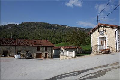 Plaza del pueblo de Andoin