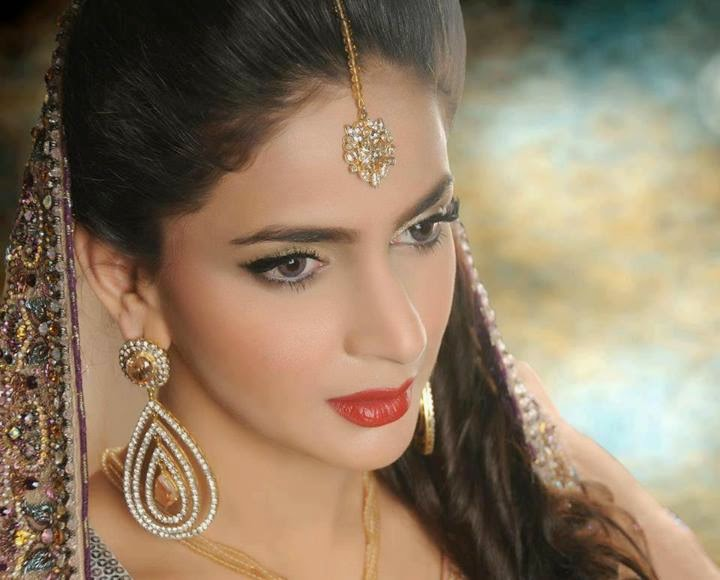 Saba Qamar hot images gallery