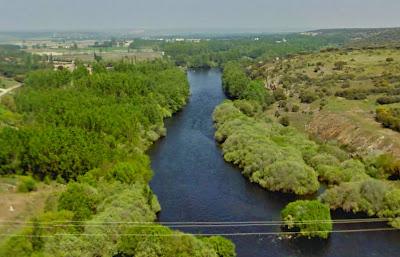 Río Tormes bajo la presa