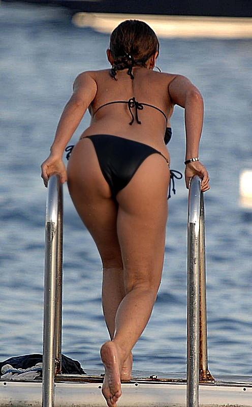 ... sali sahil,ziynet sali seksi bikini,ziynet sali deniz,ziynet sali