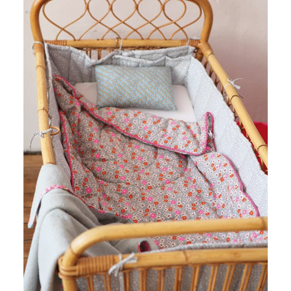 homaditha edredon fleuri petit pan. Black Bedroom Furniture Sets. Home Design Ideas