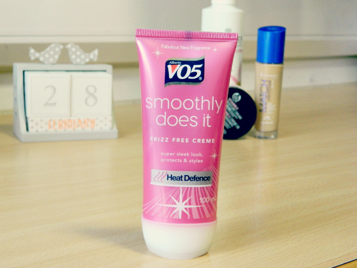 VO5 Smoothly Does it Frizz Free Cream
