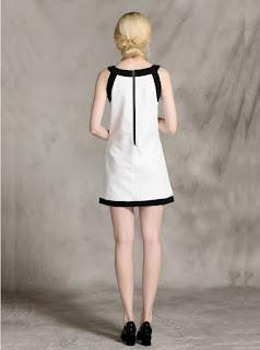 Vestido corto blanco, sin mangas, con bordes y apliques negros