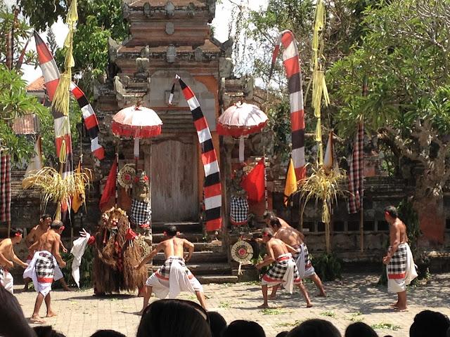 yiweilim, yiweilim blogspot, rangda, barong, barong and keris, batubulan, bali, barong batubulan