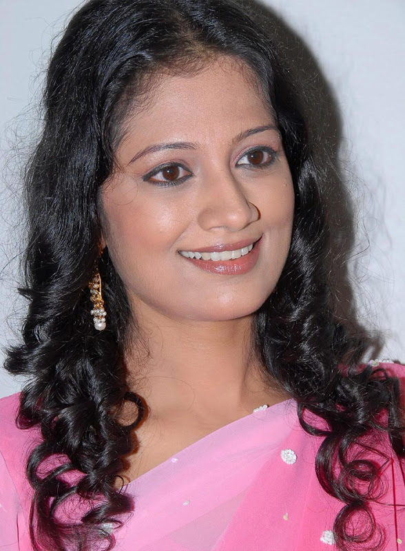 Tamil Desi Teen Actress Anika Hot Looking Sari Stills Photoshoot images