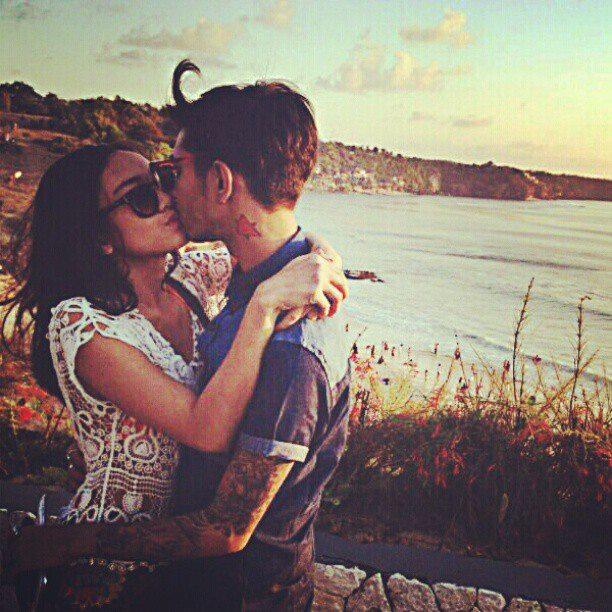 Foto Ciuman Onadio Dengan Kekasihnya Dipantai