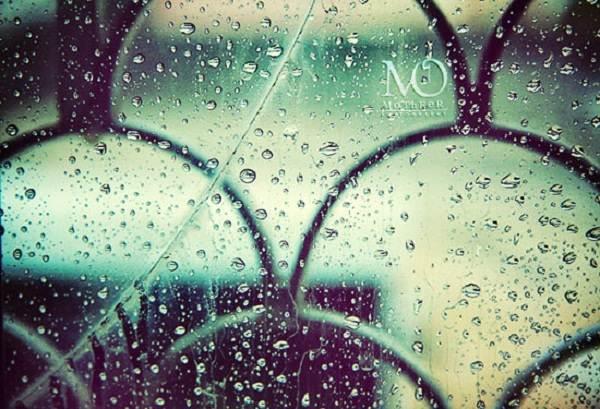 Gambar-Gambar Romantis Saat Hujan
