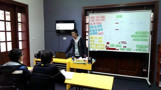 Giáo viên người Nhật đang giảng dạy