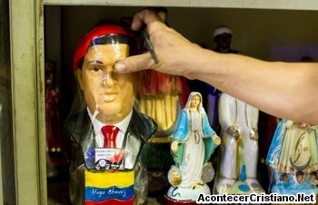 """Convierten a Hugo Chávez en """"santo"""" y venden su imagen de yeso"""