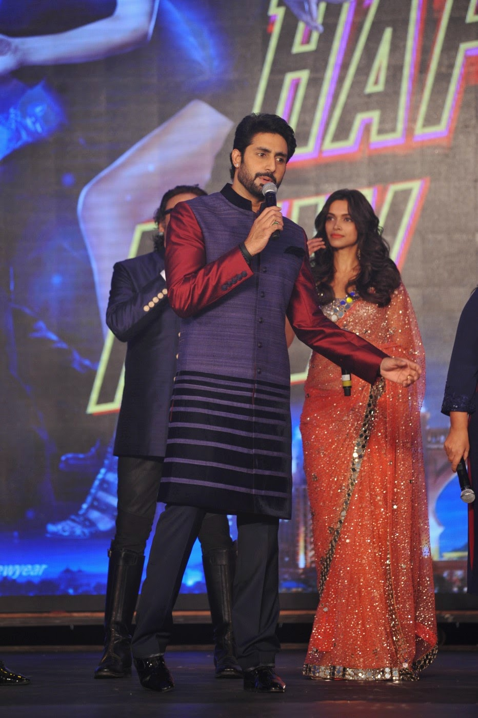 Deepika, SRK, Abhishek and others at Happy New Year Movie Trailer Launch gallery