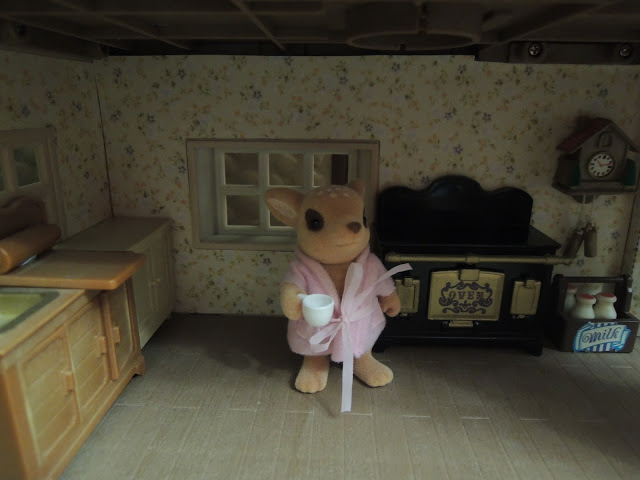 Sylvanian Families Willow Hall Moss Reindeer mother dressing gown kitchen
