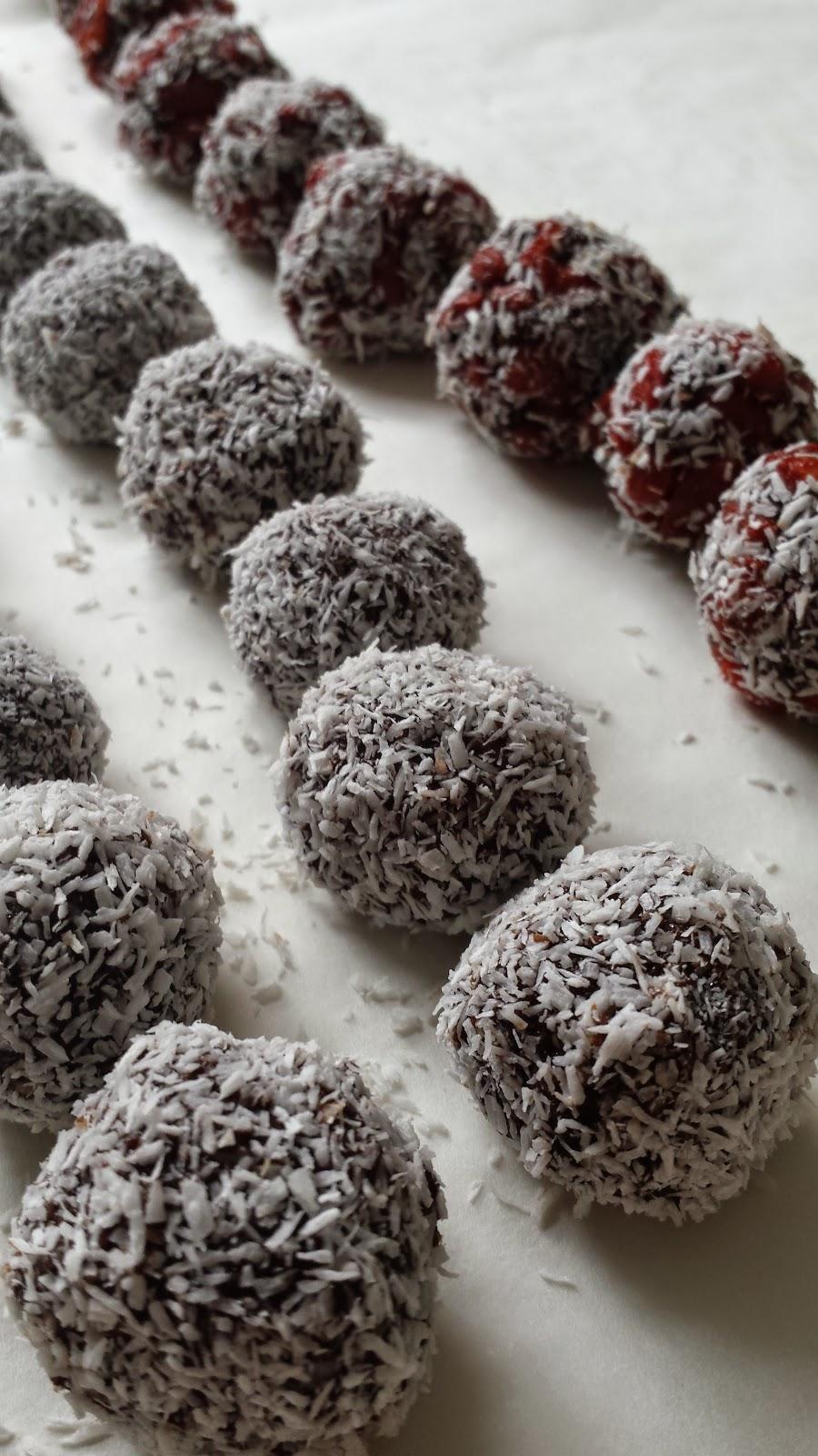 Healthilicious Life - Chocolate Coconut Amazeballs