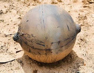 Extraña esfera metálica cae en Namibia, Africa