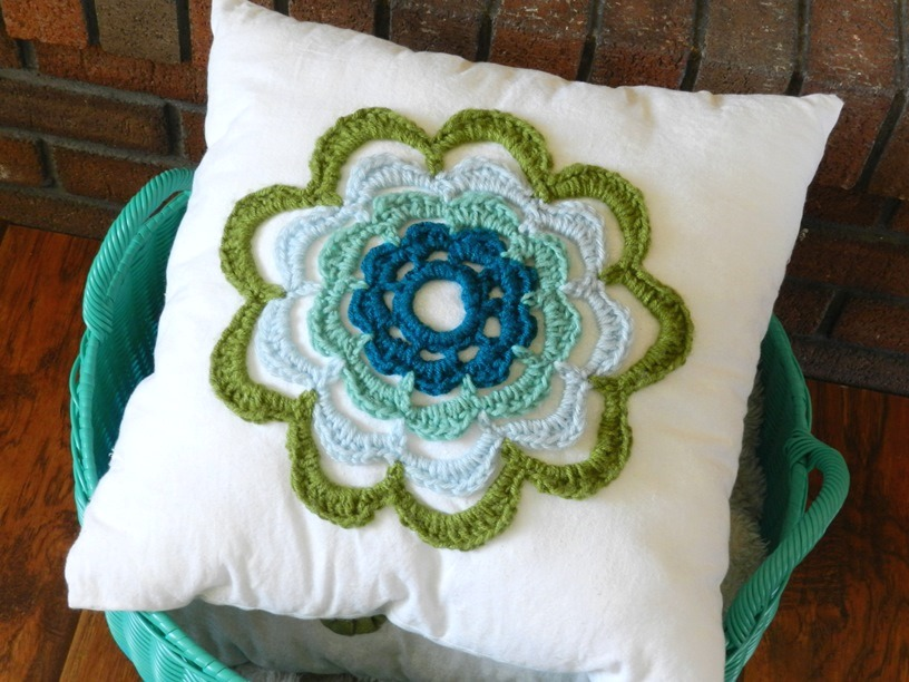 Free Crochet Patterns Flower Pillows : Grow Creative Blog: Summer Flower Pillow and another Free ...