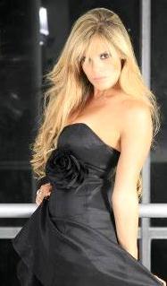 Alejandra Baigorria con hermoso vestido negro
