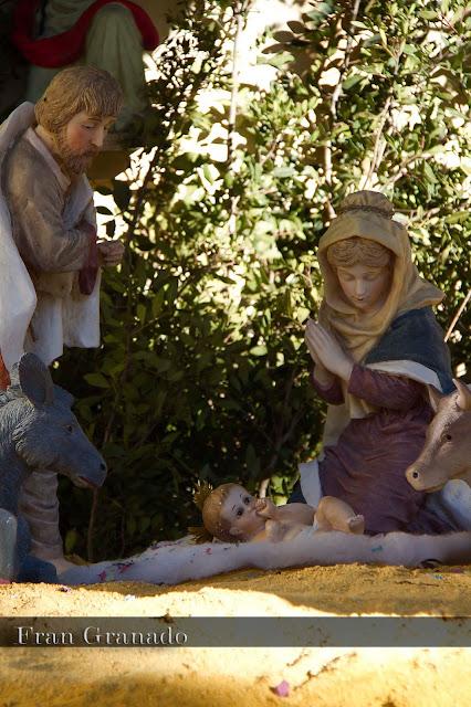http://franciscogranadopatero35.blogspot.com/2013/12/fotografias-portal-de-belen-en-arahal.html