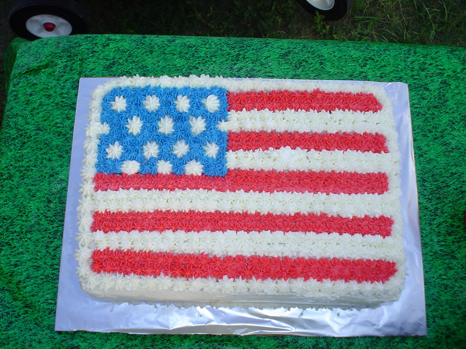 Charity's Sunshine Sweets: AMERICAN FLAG CAKE