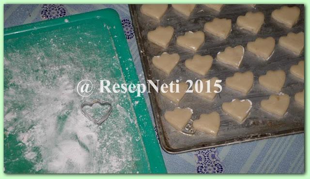 Resep kue kering bangkit di dapur kusNeti 2015