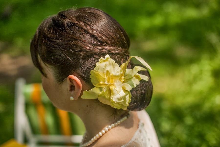 Свадебная причёска с цветком