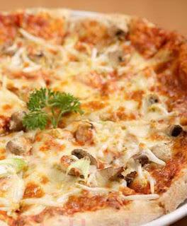 Cara Membuat Pizza Singkong Lezattt.. Maknyuss | Info ...