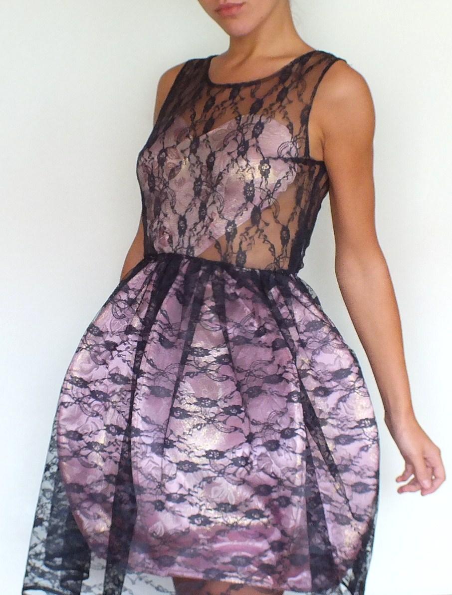 bombkowa sukienka koronkowa z fiszbinami