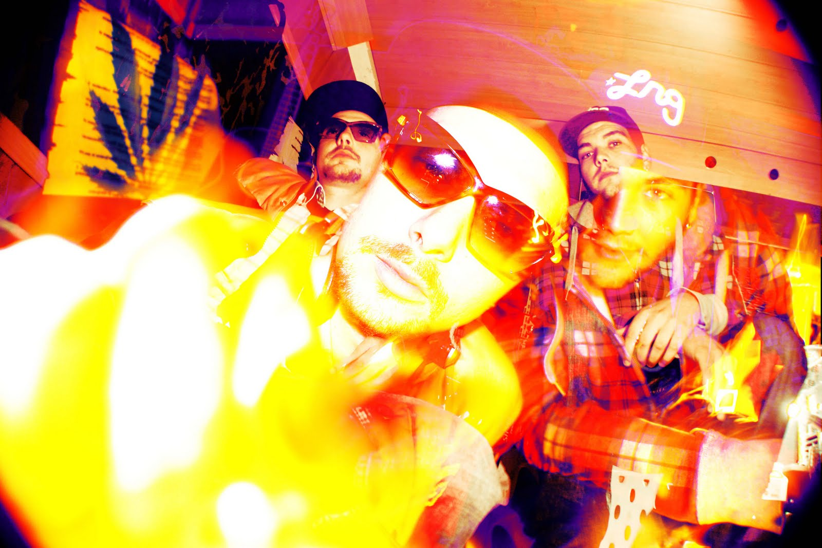 http://2.bp.blogspot.com/-kODFXlU1CaI/TnyZwQACqII/AAAAAAAAGgA/0BkbevZyBwo/s1600/FREAK.SOM_1.jpg