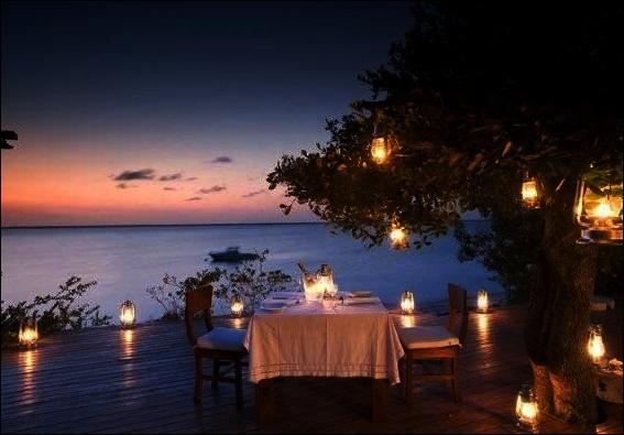 Tips Melakukan Candle Light Dinner Romantis dengan Pasangan